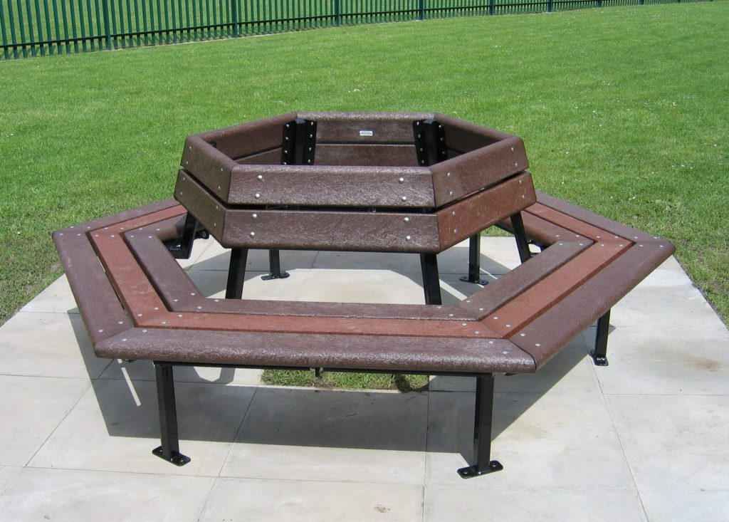 LYME 6 Sided Seat